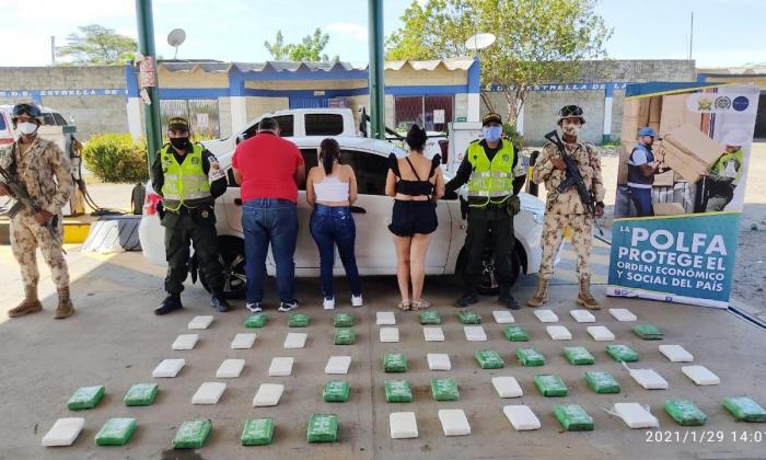 Decomisan 57 kilos de clorhidrato de cocaína y capturan tres personas
