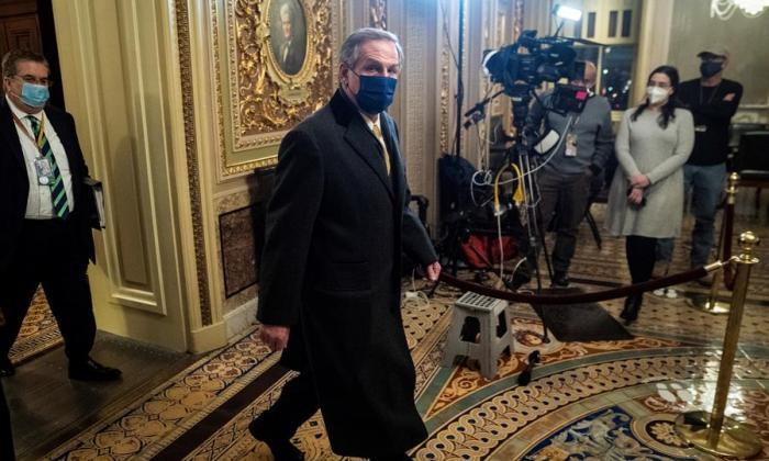 Defensa de Trump redibuja asalto al Capitolio con relato manipulado de hechos