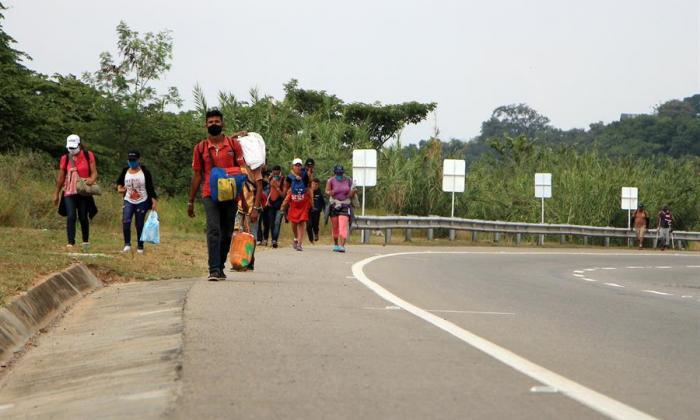 Migrantes venezolanos sufren exclusión y discriminación en Perú y Ecuador