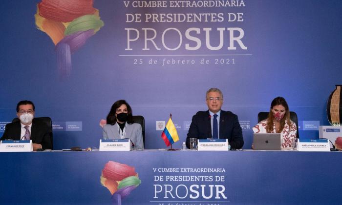El minsalud, Fernando Ruiz, la canciller Claudia Blum y el presidente Iván Duque durante el evento.