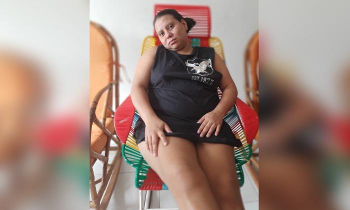 La enfermera Yeidis asegura que no puede mover las piernas