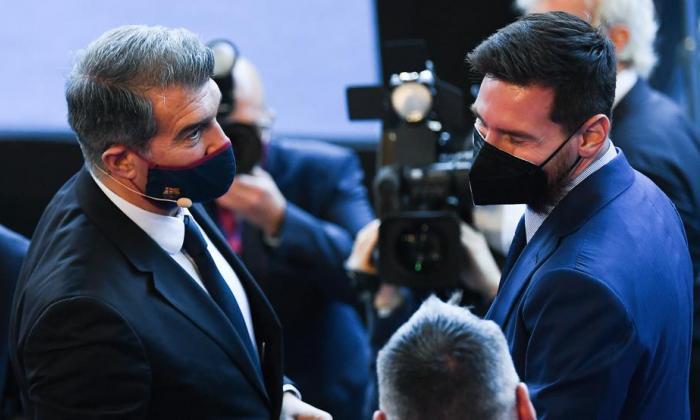 Laporta se posesiona como presidente del Barcelona y manda recado a Messi