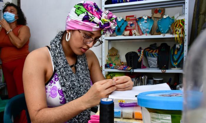 Los tejidos de esperanza de una artesana en San Salvador