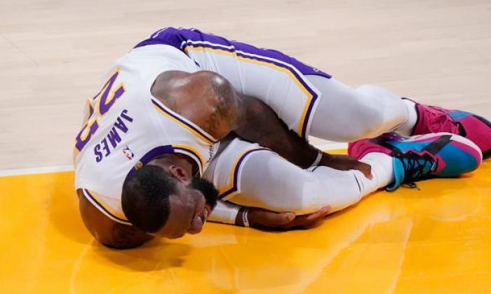 LeBron James, con esguince de tobillo, queda fuera de manera indefinida