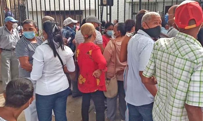 En Riohacha suspenden vacunación de la población de 60 a 74 años