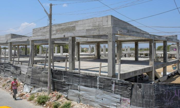 Suspenden las obras del megacolegio de Shakira