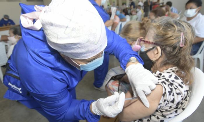 Colombia pasa el millón y medio de vacunados contra covid