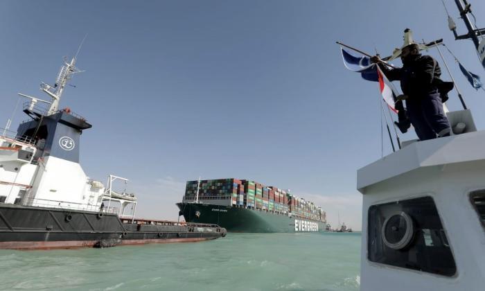 Termina la crisis y el canal de Suez reabre la navegación