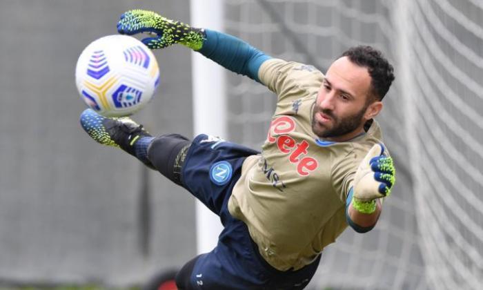 David Ospina da el susto en el entrenamiento del Napoli