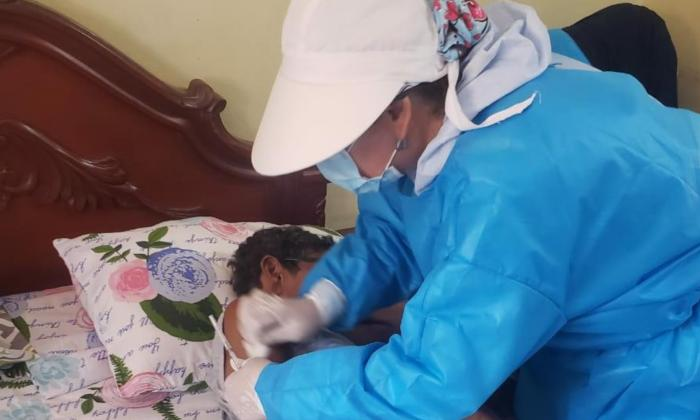Casa a Casa buscan a los adultos mayores para vacunarlos en Soledad