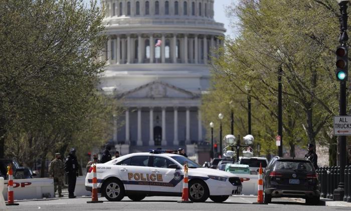 Muere uno de los dos policías atropellados en el Capitolio de EE. UU.