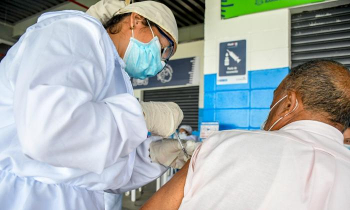 Vacunadoras contra la covid-19: una vocación para salvar vidas