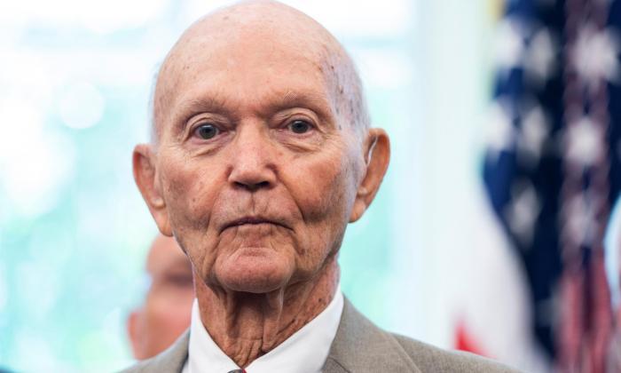 Muere de cáncer Michael Collins, astronauta del Apolo 11