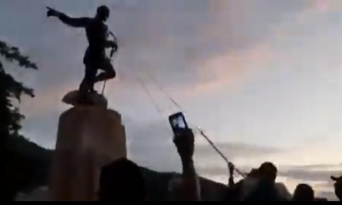 En medio de las protestas indígenas derribaron estatua de Sebastián de Belalcazár en Cali