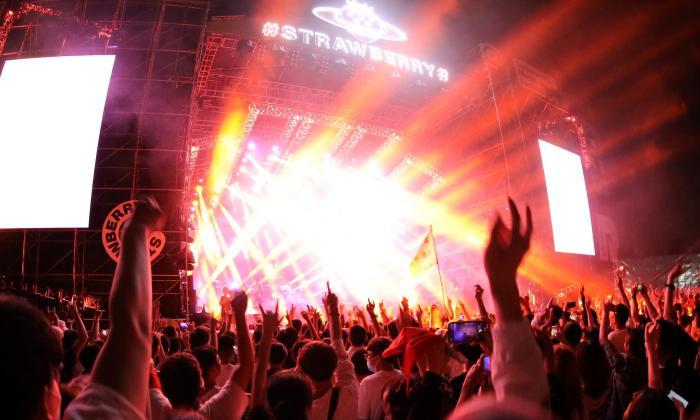 Wuhan realizó multitudinario festival sin restricciones de bioseguridad
