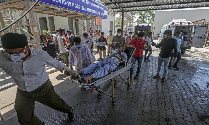 La India supera por primera vez la barrera de las 4.000 muertes diarias