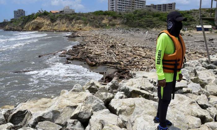 Playas de Puerto, nuevamente invadidas por residuos del río