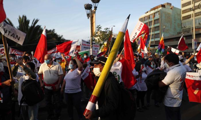 """El presidente de Perú pide resolver impugnaciones """"con equidad"""""""