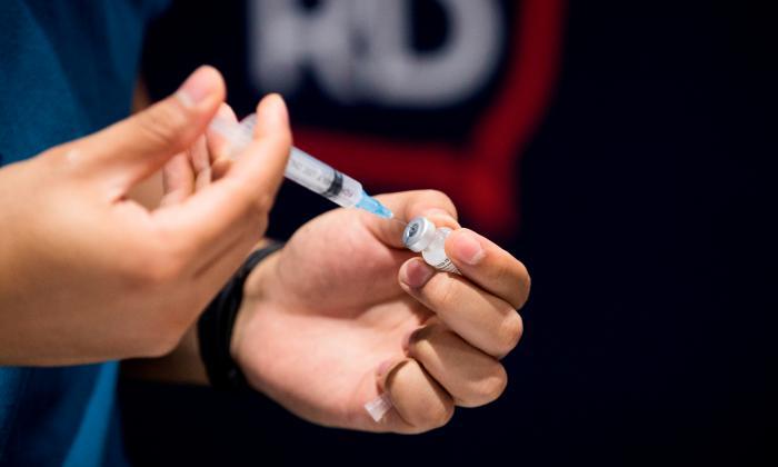 Empresas podrán vacunar a familiares de trabajadores