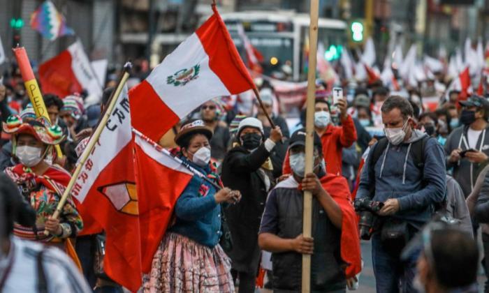 Policía de Perú dice que seguidor de Pedro Castillo no murió por golpes