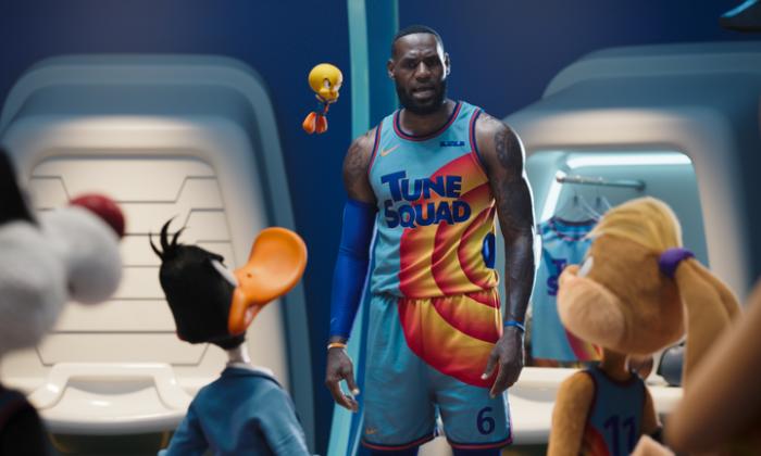 LeBron James y los Looney Tunes  se la juegan desde este jueves en las salas