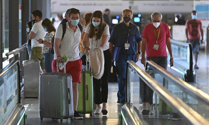 España prohíbe el ingreso de viajeros colombianos