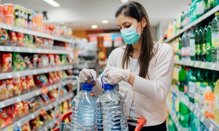 ¿Cuánto tiempo emplean los colombianos al desinfectar productos en pandemia?