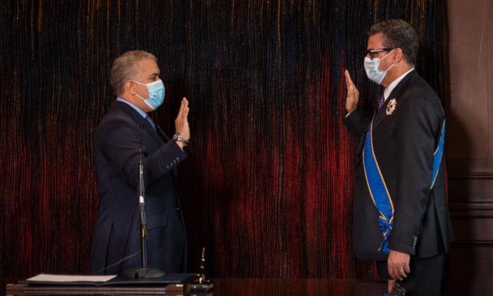Iván Duque posesionó a Mauricio Vargas como embajador de Colombia en Francia