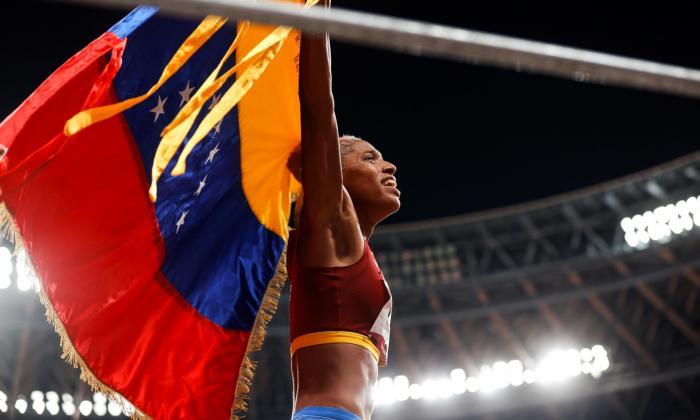 Gobierno y oposición de Venezuela celebran oro olímpico de Yulimar Rojas