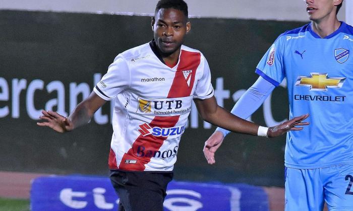 César Farías llama al camerunés-boliviano Marc Enoumba para las eliminatorias