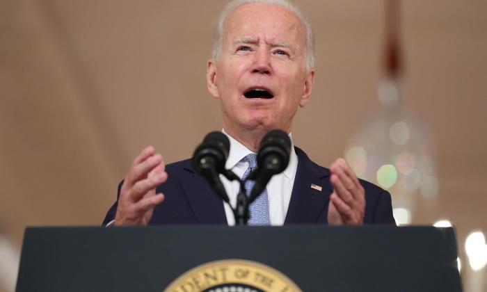 """Biden: La decisión era """"retirarse o escalar"""" la presencia en Afganistán"""
