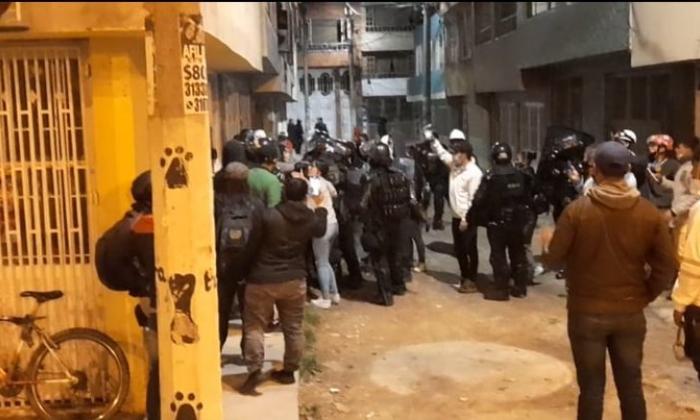 Cuatro policías heridos y 10 manifestantes capturados tras protestas en Bogotá