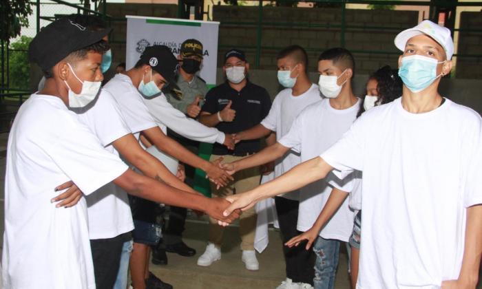 Jóvenes barranquilleros acordaron evitar enfrentamientos bajo la lluvia
