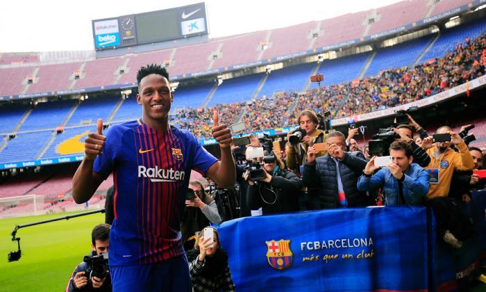 Imágenes que deja la presentación oficial de Yerry Mina en el Camp Nou