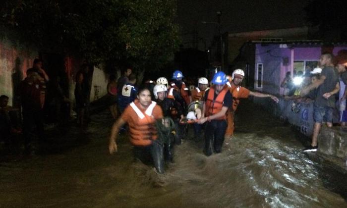 En imágenes   Se desborda el río Manzanares: 7 barrios inundados en Santa Marta