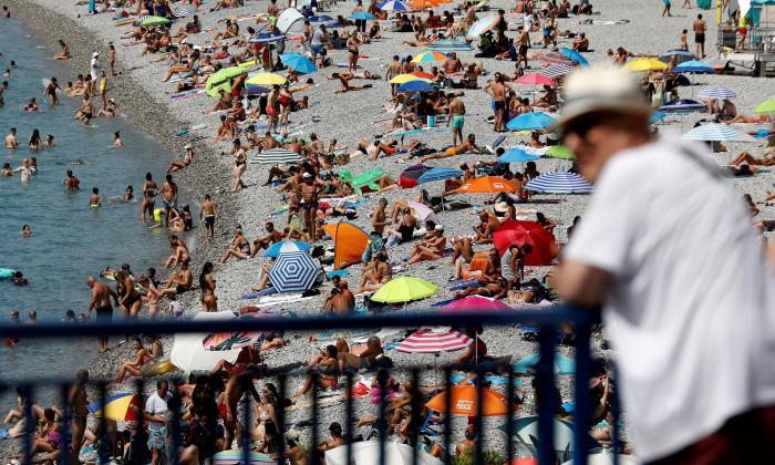 Así lucen las playas de la rivera francesa en momento crítico de la pandemia