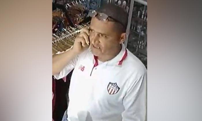 En video | Delincuente hurta celular en tienda sex shop en Ciudad Jardín