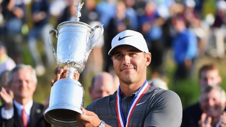 Brooks Koepka con el título del US Open.