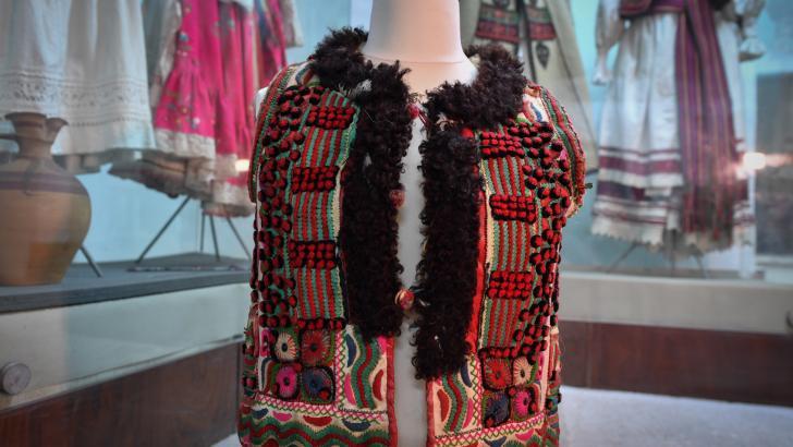 Apariencia del chaleco de los artesanos de la región rumana de Bihor.