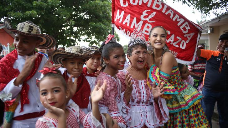 En su iniciativa '100tete más reina' Valeria Abuchaibe Rosales recorrió y bailó en varios barrios de la capital del Atlántico.