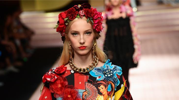 La explosión de colores de Dolce & Gabbana sorprendió en la ciudad italiana.