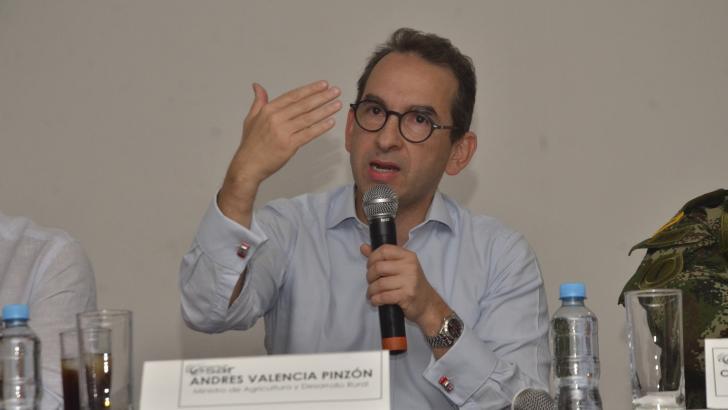 En el salón Luis Rodríguez Valera de la Gobernación del Cesar, el ministro de Agricultura, Andrés Valencia, lideró una reunión con ganaderos y autoridades.
