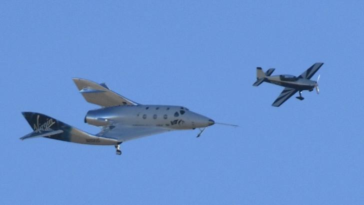 Vuelo realizado por un avión de carga en Mojave, California.