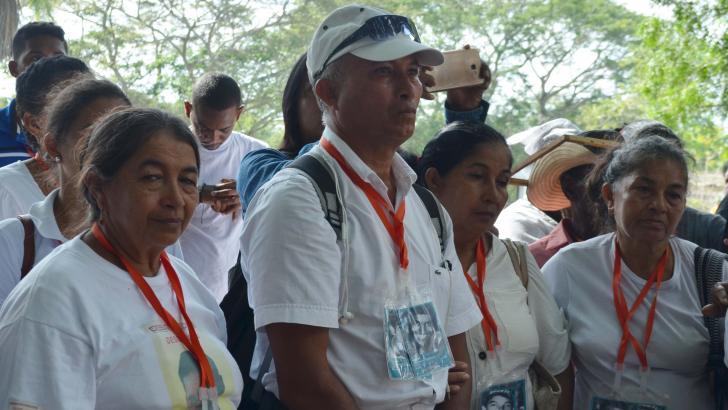 Petrona Blanco, primera a la izquierda, junto a sus familiares.  Desde el 2002 buscan a sus hermanos menores Javier y  Jesús.