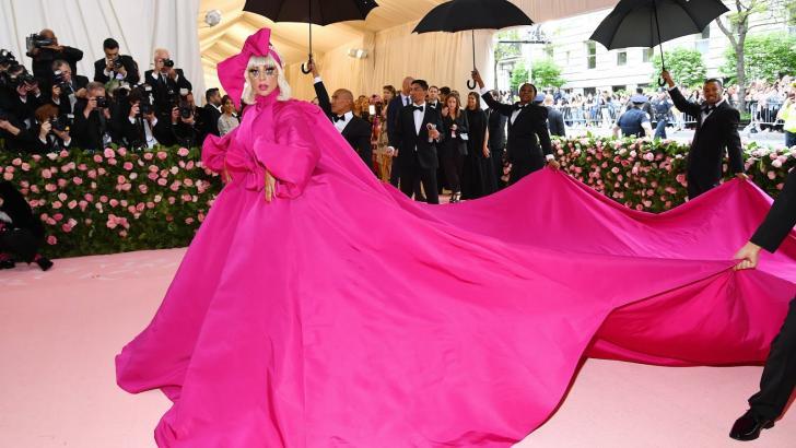 La cantante Lady Gaga, fue la celebridad que se robó el show el año pasado en la Met Gala.
