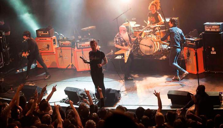 El grupo Eagles of death metal en el concierto.