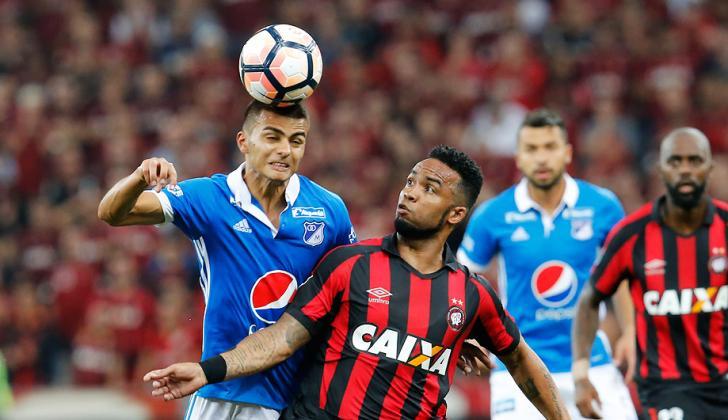 la FIFA aseguró que el fútbol no forma parte de los deportes cuya práctica sí puede suponer desarrollar con el tiempo lesiones en el cráneo o el cerebro.