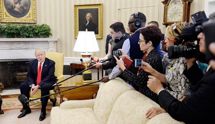 El presidente Trump en el encuentro de este viernes con los periodistas.