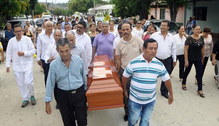 Seguidores y familiares le dan el último adiós a 'Buitraguito'.