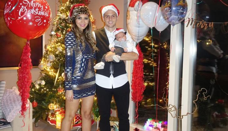 Santiago Arias y su esposa Karín Jiménez posaron con su bebé Thiago